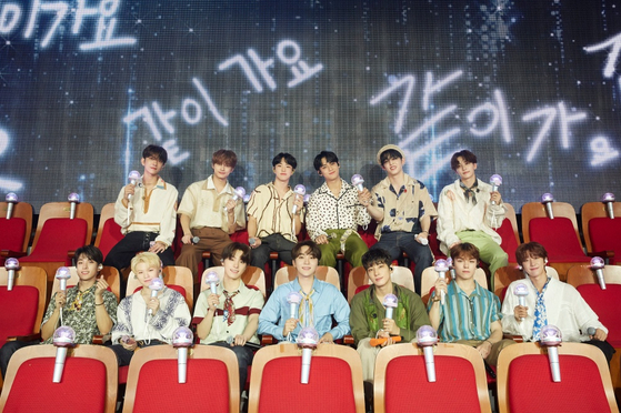Boy band Seventeen holds an online meet-and-greet with fans on Sunday. [PLEDIS ENTERTAINMENT]