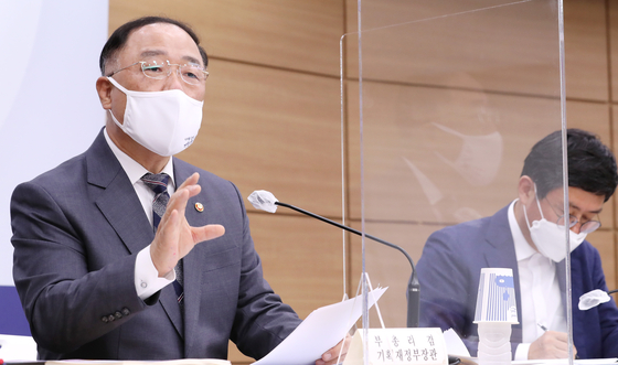 Finance Minister Hong Nam-ki holds a press briefing on the 2021 government budget at the government complex in Sejong on Aug. 27. [YONHAP]