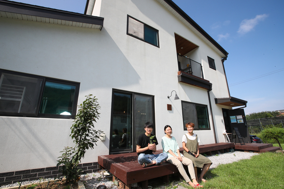 Three friends, from left, Ahn Byeong-il, Kim Min-jeong and Cho Eun-seon, moved to Ganghwa Island, Incheon in March after they built a house together on the island. [WOO SANG-JO]