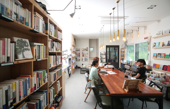 A bookstore is located on the first floor of the three friends' house.  [WOO SANG-JO]