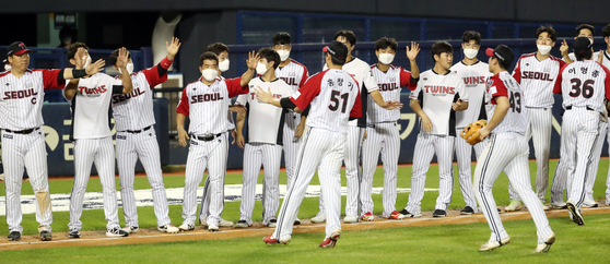 The LG Twins players celebrate after picking up a 4-1 win against the Doosan Bears at Jamsil Baseball Stadium in southern Seoul on August 30. [NEWS1]