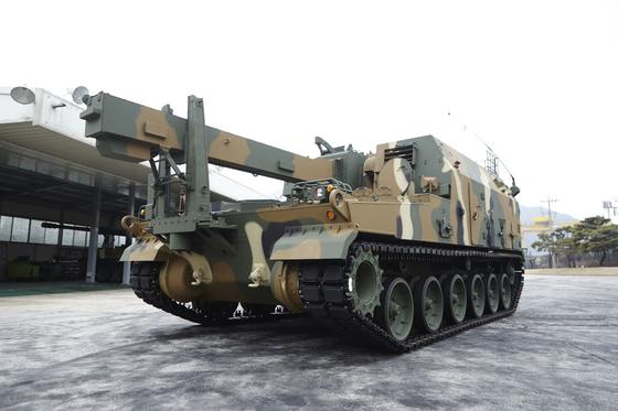 The K-10 ammunittion resupply armored vehicle [HANWHA DEFENSE]