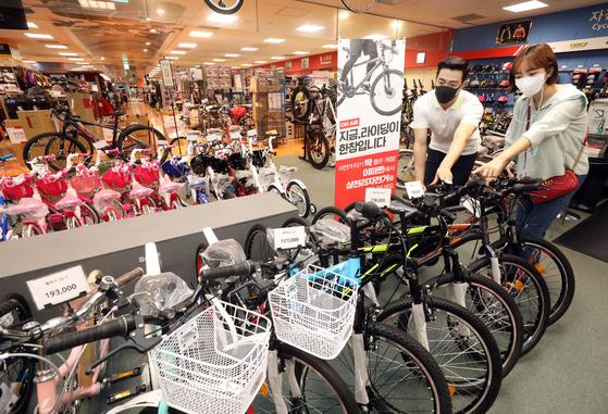 A customer looks at a bike at Emart in Seoul. [EMART]
