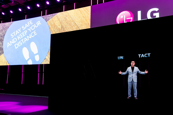 LG Electronics chief technology officer Park Il-pyung took to the stage as a hologram on Wednesday in the IFA trade show in Berlin. [LG ELECTRONICS]