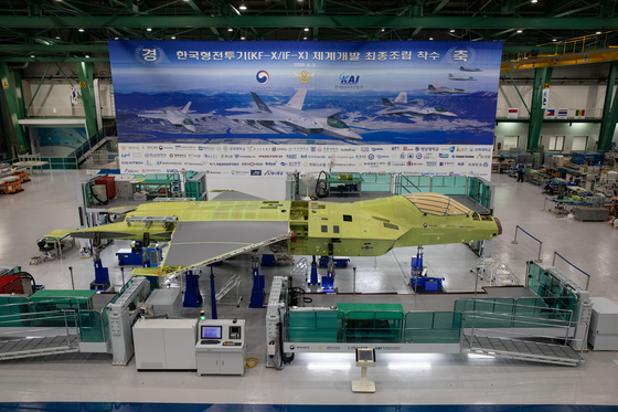The Defense Acquisition Program Administration (DAPA) said Thursday that Korea Aerospace Industries started the final phase of the KF-X fighter jet project. Korea's first KF-X fighter jet will be unveiled to the public by the first half of next year. After five years of testing, the jet will finish development by 2026. [YONHAP]