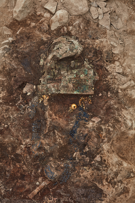 Findings from Hwawngnamdong Tumulus No. 120-2. [CULTURAL HERITAGE ADMINISTRATION OF KOREA]