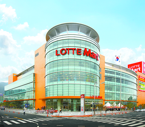 A Lotte Mart branch. Lotte Shopping plans to close 16 Lotte Mart branches within this year. [LOTTE SHOPPING]