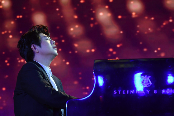 Chinese pianist Lang Lang performs during a ceremony marking the release of his new album of studio recordings and live performances of Johann Sebastian Bach's Goldberg Variations in Beijing on Sept. 4. [AFP/YONHAP]