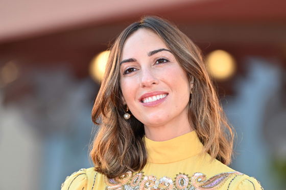 "U.S. director Gia Coppola arrives for the screening of the film ""Mainstream"" presented in the Orizzonti competition on the fourth day of the 77th Venice Film Festival on Sept. 5 at Venice Lido, during the Covid-19 infection, caused by the novel coronavirus. [AFP/YONHAP]"