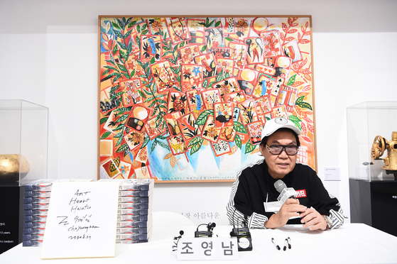 Singer Cho Young-nam answers questions from local press on Tuesday at his solo exhibition held at Pica Project in Gangnam, southern Seoul, on Tuesday. [NEWS1]