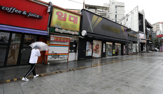 Sinchon in western Seoul, one of Seoul's most vibrant university neighborhoods, is unusually empty and quiet on Sept. 7. [NEWS1]