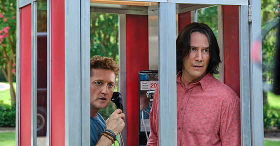 """This image released by Orion Pictures shows Keanu Reeves, right, and Alex Winter in a scene from """"Bill & Ted Face the Music."""" [AP/YONHAP]"""