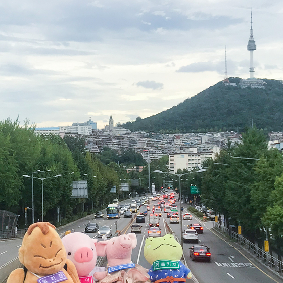 Dolls traveling around to see hot spots in Korea. [KOREA TOURISM ORGANIZATION]