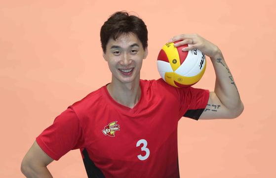 Park Chul-woo of Suwon Kepco Vixtorm poses for a photo at Vixtorm's gymnasium in Uiwang, Gyeonggi, on Sept. 7. [KIM SANG-SEON]
