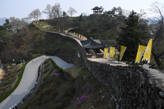 Gangsanseong Fortress in Gongju, South Chungcheong, is part of the Baekje Historic Areas inscribed as a Unesco World Heritage site in 2015. [CULTURAL HERITAGE ADMINISTRATION]