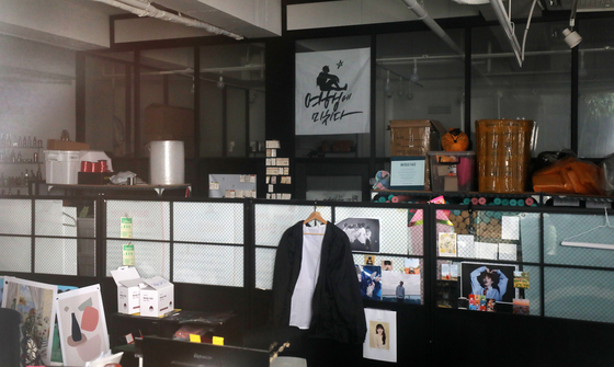 The empty office of the popular Korean travel contents company Travelholic in Gangnam District, southern Seoul, which has been mired in controversy after illegal porn was uploaded to its Instagram account late last month. The CEO of Travelholic, Jo Jun-ki, was confirmed dead by police Wednesday. [NEWS1]