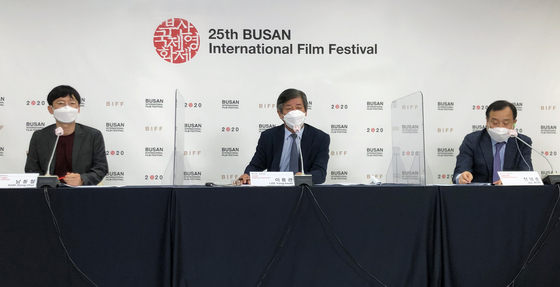 From left, festival programmer Nam Dong-chul, chairman of the festival's board of directors Lee Yong-kwan and executive director Jeon Yang-jun participated at an online press event to explain about the two-week postponement of the 25th Busan International Film Festival (BIFF) on Monday. [BIFF]