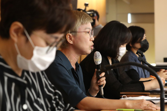 Kim Jae-ryon, second from left, a lawyer representing a former secretary of the late Seoul Mayor Park Won-soon, speaks about the secretary's ordeal during a press conference in Seoul last July. [YONHAP]