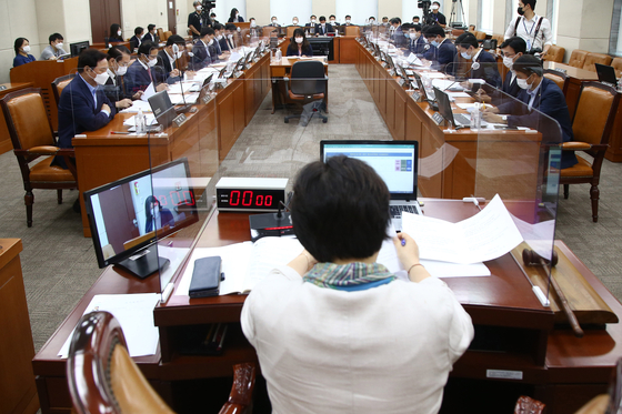 The Public Administration and Security Committee begins deliberations on the government-proposed fourth supplementary budget bill Monday in the National Assembly. [OH JONG-TAEK]