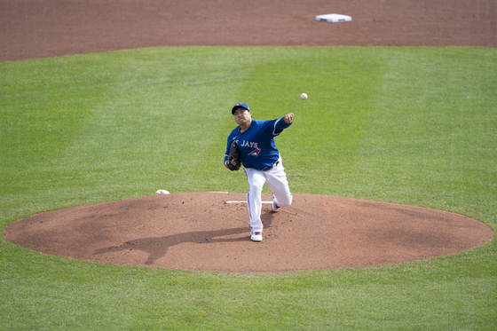 Ryu Hyun-jin of the Toronto Blue Jays throws a pitch during a game against the New York Mets at Sahlen Field in Buffalo, New York, on Sunday. [REUTERS/YONHAP]