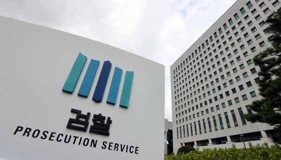 Prosecutors Monday said they indicted a Seoul government official on charges of raping his colleague, the same victim who rocked the nation in July with claims she was sexually harassed by the late Seoul Mayor Park Won-soon. [YONHAP]