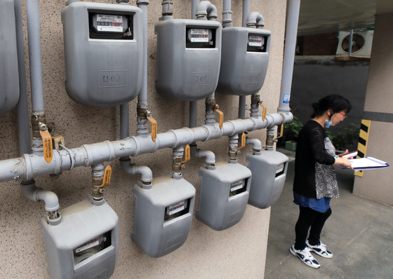 Gas meters affixed to the wall of a building in Dongdaemun District, eastern Seoul. [NEWS1]