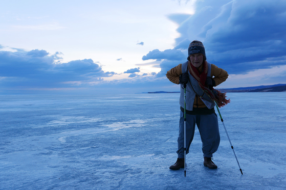 Lee at Lake Baikal in Russia. [JINJIN PICTURES]