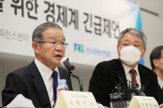 Vice Chairman Kwon Tae-shin of the Korea Federation of Industries speaks to the press. [YONHAP]
