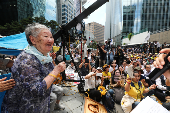 In this file photo, Gil Won-ok, a comfort woman survivor, talks during a public rally demanding Japan's apology on Aug. 14, 2019.  [YONHAP]