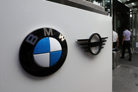 Prosecutors raided BMW's Seoul office on Sept. 16 in order to secure evidence on allegations that the German automaker covered up mechanical defects related to a spate of engine fires which broke out in 2018. [YONHAP]
