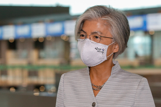 Korean Foreign Minister Kang Kyung-wha speaks to reporters at the Incheon International Airport ahead of departing for a two-day trip to Vietnam Thursday. [NEWS1]