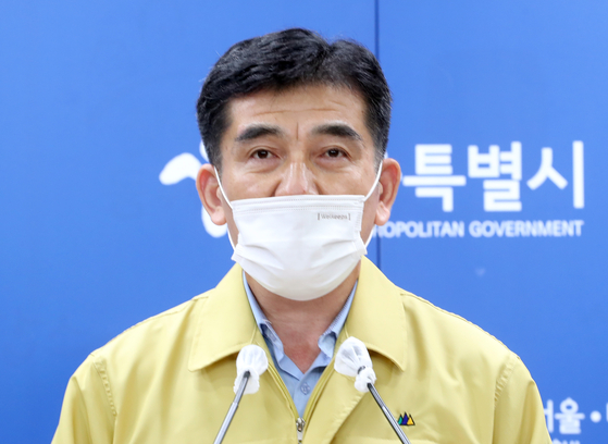 Seoul Metropolitan Government spokesman Hwang In-sik announces Friday the city government's decision to sue the Sarang Jeil Church and its head pastor, Jun Kwang-hoon. The city government alleged that Jun and the church violated laws and obstructed the city government's response to the viral cluster connected to the church. [YONHAP]
