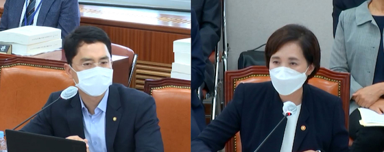 "Rep. Kim Byeong-wook, left, demands Education Minister Yoo Eun-hae answer after criticizing the content of seven ""Nadaum"" books on Aug. 25. [SCREEN CAPTURE]"