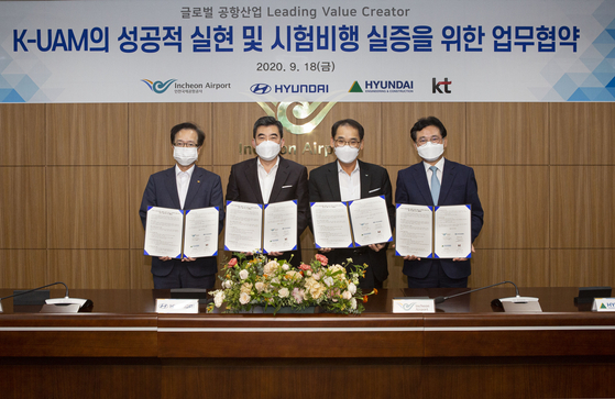 From left: KT Vice President Jeon Hong-beom, Hyundai Motor Executive Vice President Shin Jai-won, head of the UAM division, Incheon International Airport Corporation Vice President Baek Jeong-sun, head of passenger services, and Hyundai E&C Vice President Seo Kyung-seok pose at the MOU ceremony held at the airport office in Incheon on Friday. [INCHEON INTERNATIONAL AIRPORT CORPORATION]