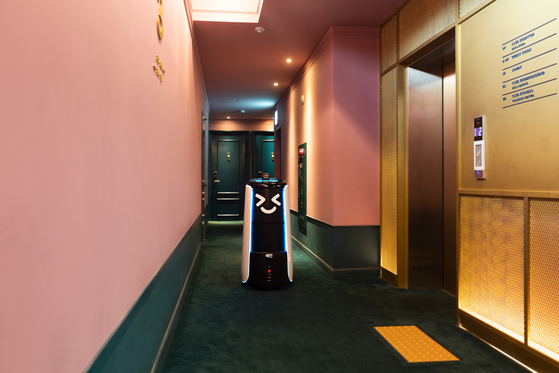Food delivery platform Baedal Minjok's Dilly Tower robot operates in H Avenue Hotel in Gwangjin District, eastern Seoul. [WOOWA BROTHERS]