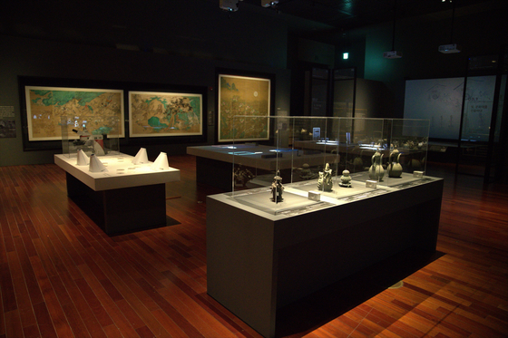 """""""The Science of Light: Revealing the Secrets of Cultural Properties"""" exhibit at the National Museum of Korea in central Seoul. The offline exhibit will begin when the museum reopens. [NATIONAL MUSEUM OF KOREA]"""