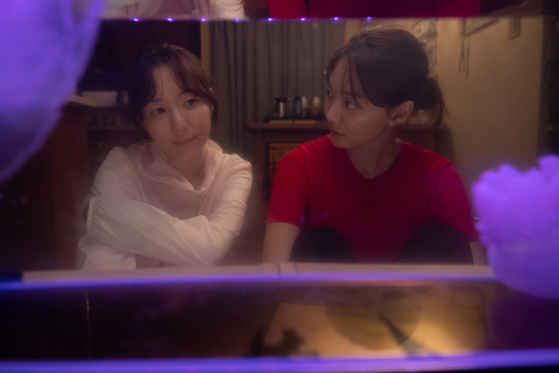 Yi-young and her best friend Soo-jin talking in their dormitory. [MEGABOX PLUS M]