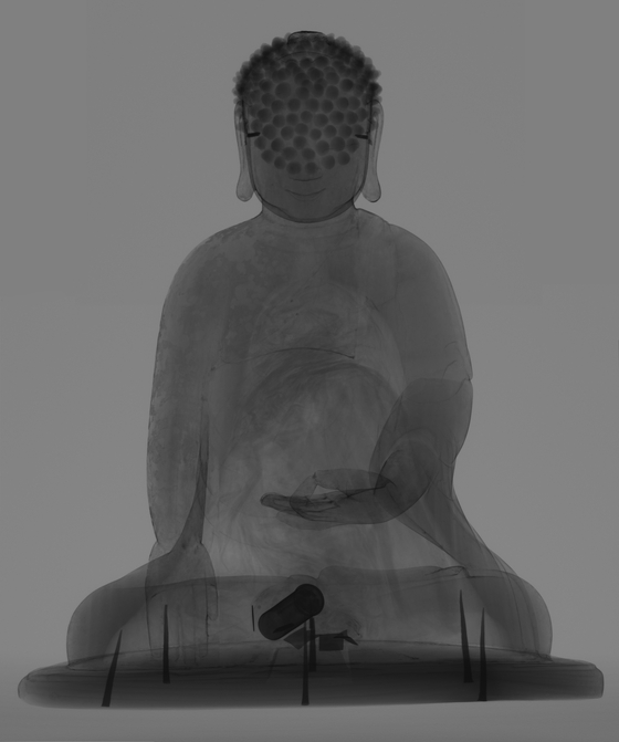 An X-ray image of the Wooden Shakyamuni Buddha of the Joseon Dynasty shows a small container inside. [NATIONAL MUSEUM OF KOREA]