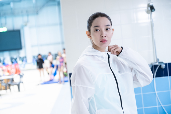 Scene from the film. Actor Shin Min-a as Yi-young, a diving diva that everyone looks up to. [MEGABOX PLUS M]