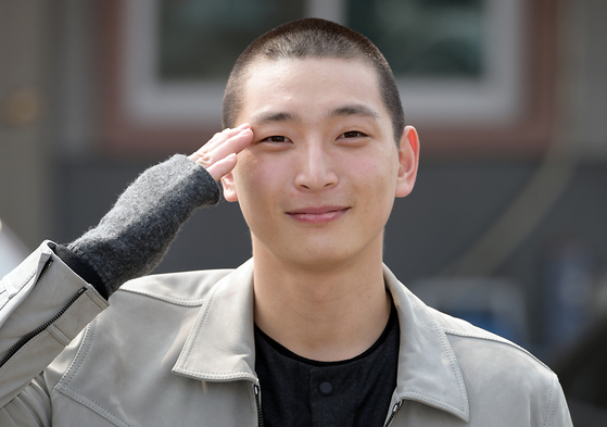 Jeong Jin-woon of 2AM on his day of enlistment in November last year. [ILGAN SPORTS]