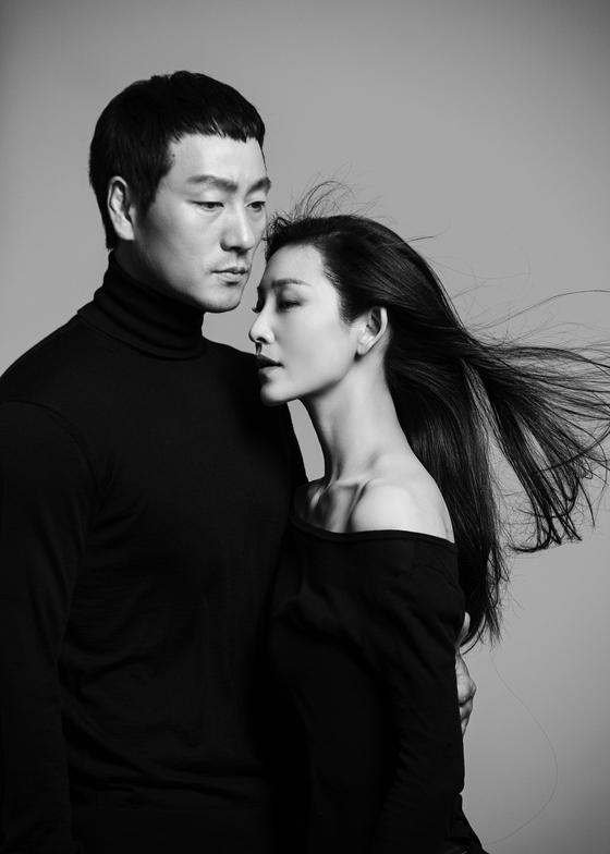 "Ballerina Kim Joo-won presents a dance performance 'Sagunja: The Season of Life,"" themed on a relationship at Jeongdong Theater, central Seoul. [JEONGDONG THEATER]"