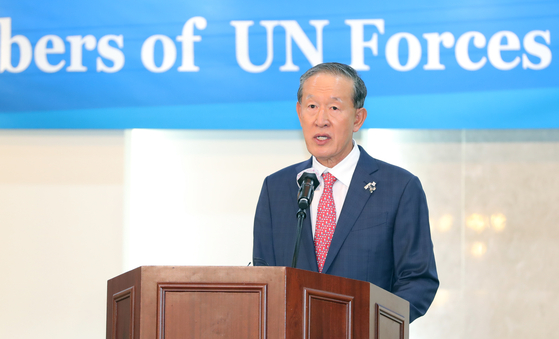 Huh Chang-soo, chief of the Federation of Korean Industries (FKI), gives a speech at the Army Hall in Seoul on June 18 for ambassadors from United Nations member nations that took part in the 1950-53 Korean War ahead of the 70th anniversary of the war that broke out on June 25. [YONHAP]