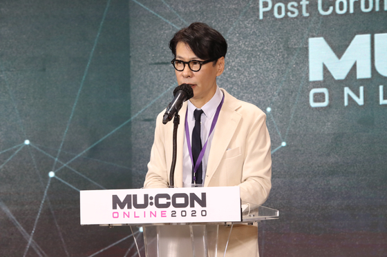 Yoon Sang, singer and art director of 2020 MU:CON, gives an opening speech on Thursday. [KOCCA]