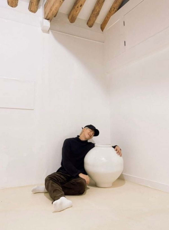 RM, the leader of the boy band BTS, poses with a moon jar made by Kwon Dae-sup and purchased by the K-pop star, in a photo uploaded on the band's official Twitter account on Nov. 17, 2019. [BTS TWITTER]