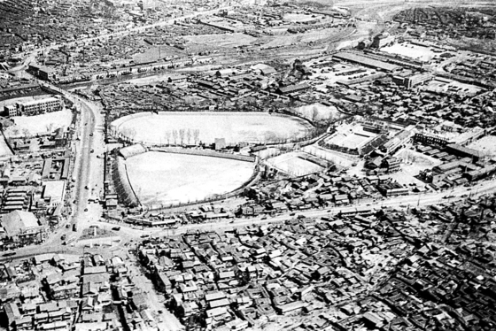The area around Dongdaemun Stadium in 1954, which is now Dongdaemun Design Plaza. [LIM IN-SIK]