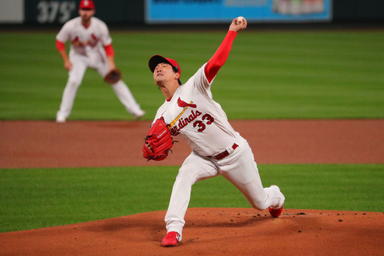 Kim Kwang-hyun of the St.Louis Cardinals throws a pitch during a game against the Milwaukee Brewers at Busch Stadium in St. Louis on Thursday. [GETTY IMAGES/YONHAP]