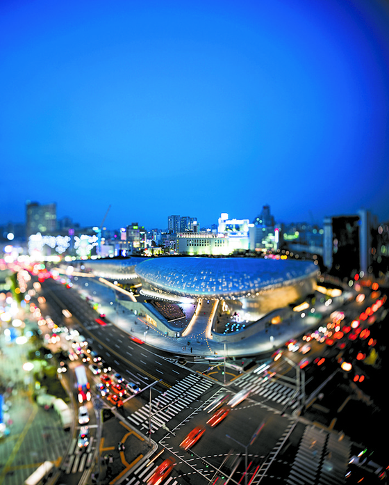 A photo by Lim June-young of Dongdaemun Design Plaza, which was built on the site where Dongdaemun Stadium used to be. [LIM JUNE-YOUNG]