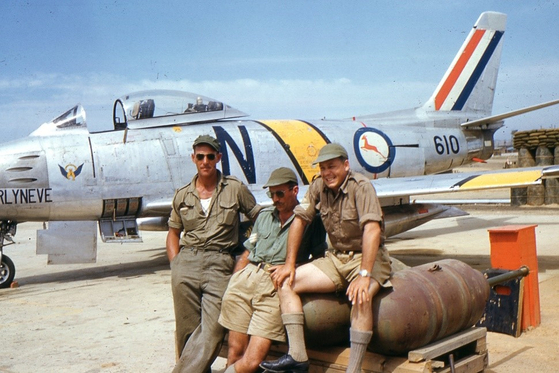 South African Air Force ground crew in front of a Sabre. [SOUTH AFRICAN KOREAN WAR VETERANS ASSOCIATION]