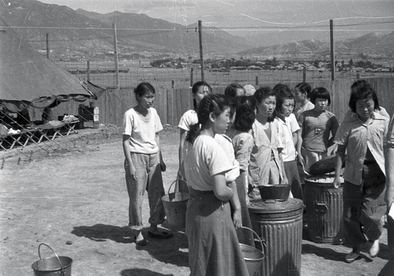 A separate prison facility for female prisoners at a prisoners of war camp in Busan in September 1951. [ICRC]