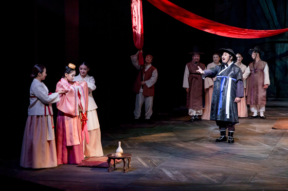 """The National Changgeuk Company of Korea presents 'A Father's Path,"""" a faction loosely based on the death of King Danjong (1452-1455), and depicts paternal love through the story of a father who lives in the turbulent time in history. [NATIONAL CHANGGEUK COMPANY OF KOREA]"""